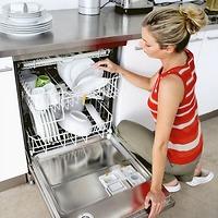 Có nên mua máy rửa bát không?