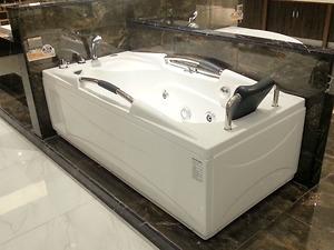 Bồn tắm massage Koleto AR 110SQ